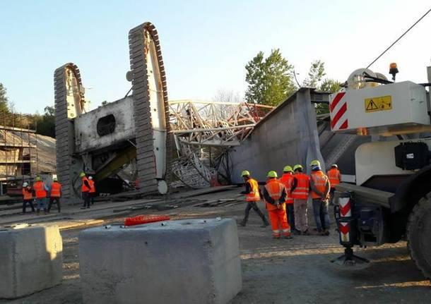 Tragedia ad Arcisate (Va): gru si ribalta mentre ristruttura cavalcavia