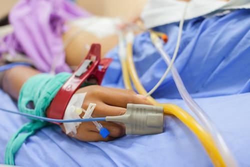 Bimbo malato otite è clinicamente morto