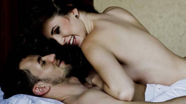 Felicemente sposata, ma non riesce a smettere di tradire il marito
