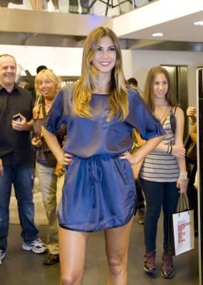 Melissa Satta in abito striminzito E sotto la minigonna mostra Lato B e GUARDA FOTO