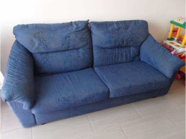 Decidono di comprare un divano usato ma quello che trovano dentro ha dellincredibile Voi cosa