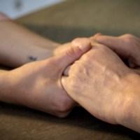 Caregiver: quell'esercito silenzioso di donne che rischia di ammalarsi per assistere un familiare