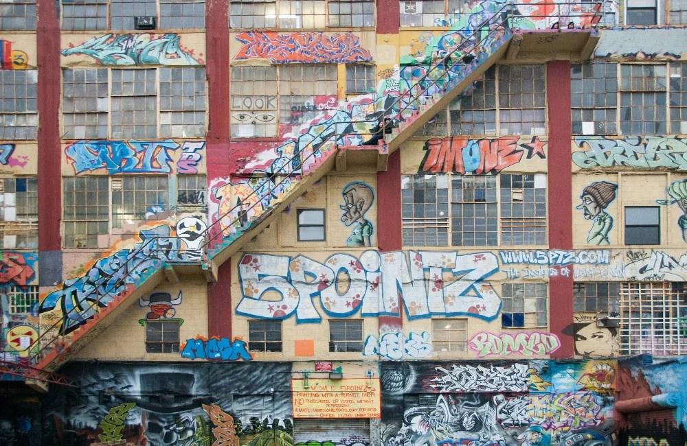 Graffiti-5-Pointz-Lettering-con-puppets