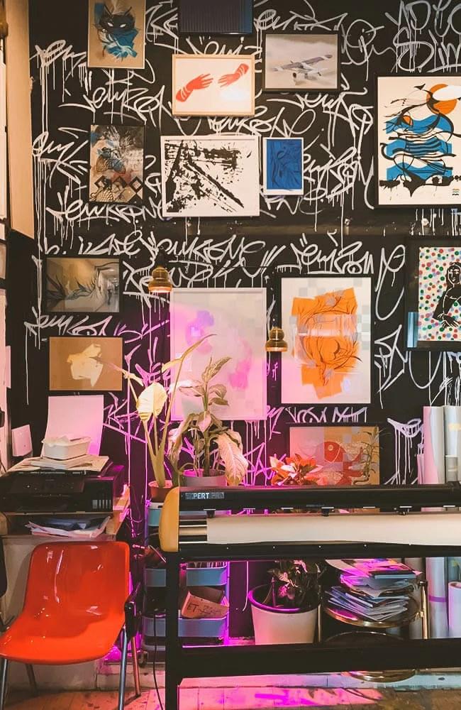 All'interno dello studio-atelier di un famose writer di Vienna