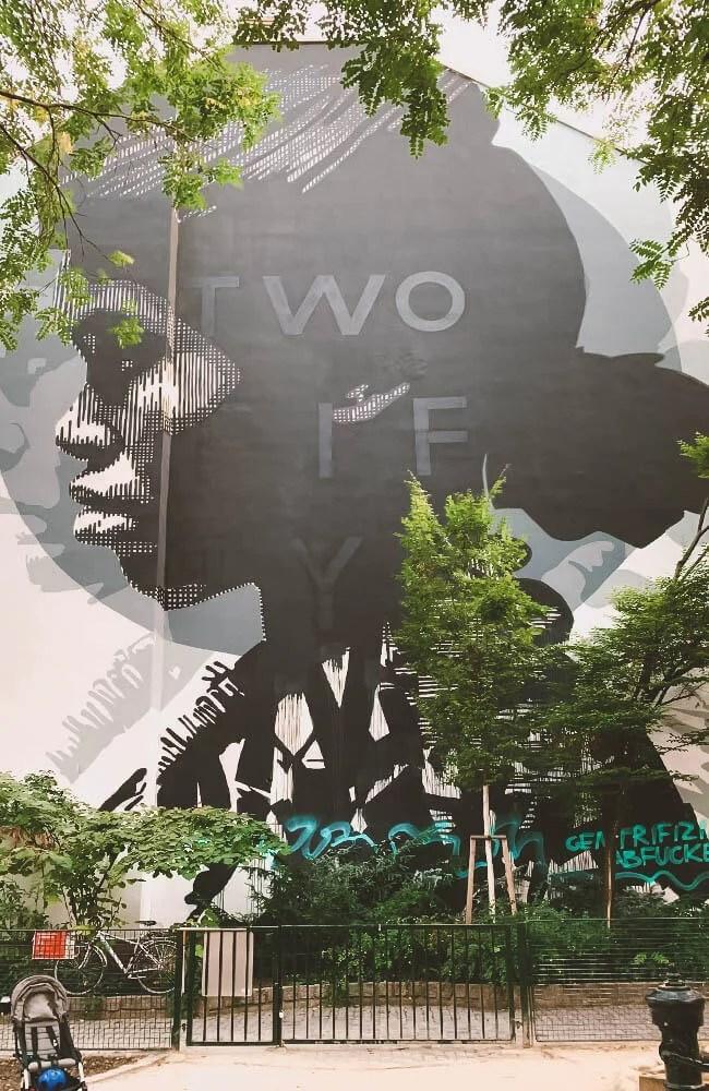 Un wall all'interno di un parchetto pubblico a Vienna