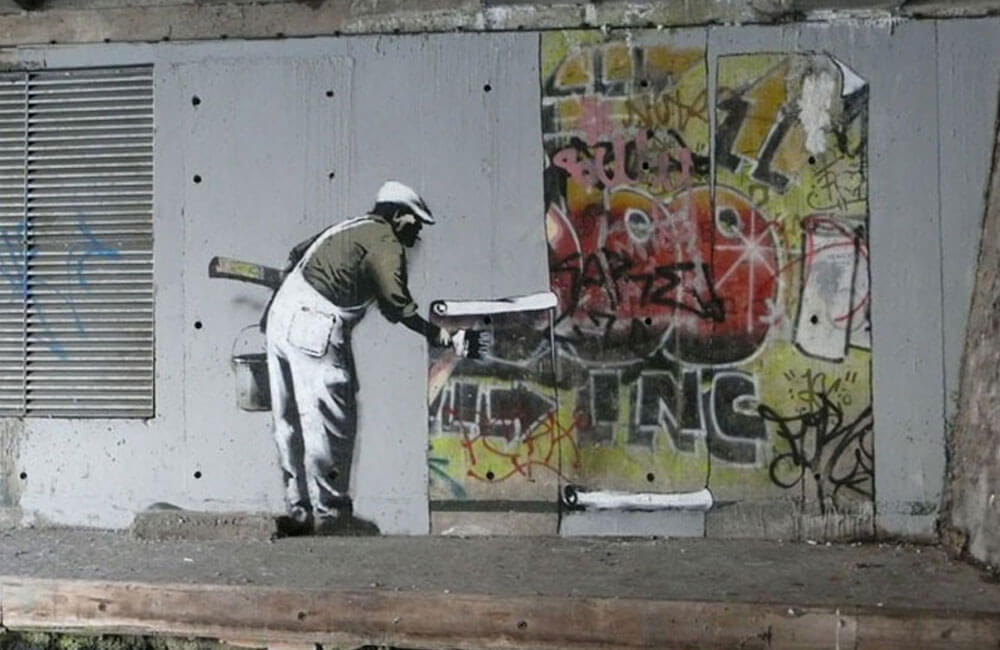 Robbo-vs-Banksy-02-Banksy-Covering-Robbo
