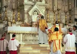 RomanCatholicChurch-PriestsPraying