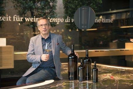 3fb98dfa 42ff 4839 b9fc c32e7a7039c8 Al Vinitaly 2016 Hans Terzer presenta APPIUS 2011 e le ultime annate dei vini della cantina eccellenza dellAlto Adige.