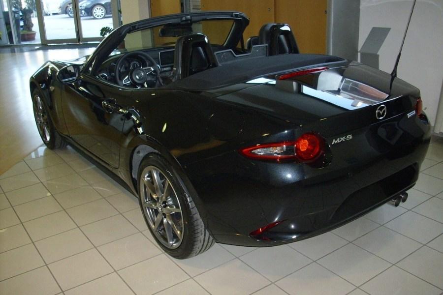 Mazda, MX-5, chiamata anche Miata.