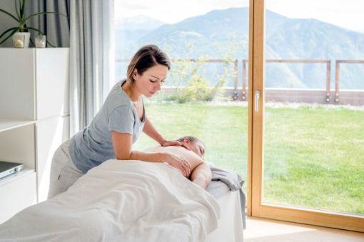 Remise en forme primaverile al Belvedere in Alto Adige. Il potere delle piante nei trattamenti benessere della Spa dell'hotel immerso nella natura.