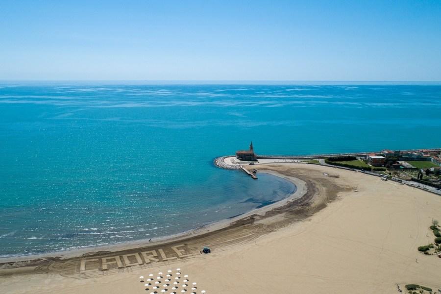 L'estate a Caorle tra sport, cultura ed enogastronomia:  non solo mare nel borgo storico dell'Alto Adriatico.