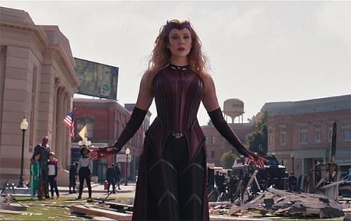 Il magnifico costume da Scarlett Witch di Wanda nello scontro finale di WandaVision