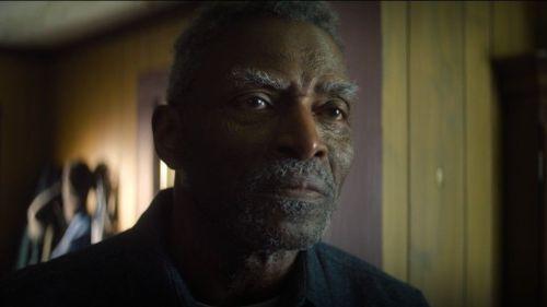Isaiah Bradley in una scena della serie