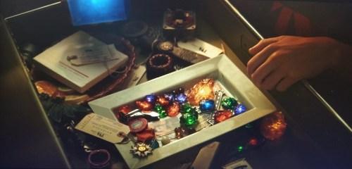 Le gemme dell'infinito chiuse in un cassetto della TVA in Loki su Disney plus
