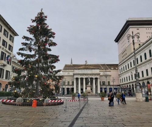 Piazza De Ferrari e teatro Carlo Felice a Genova a Natale