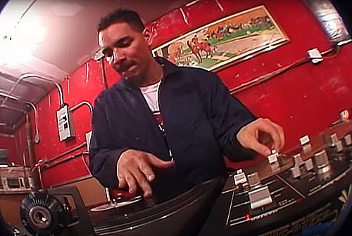 Una scena del video di Three Mc's and one dj, dei Beastie Boys
