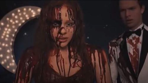 La scena più iconica di Carrie, qui nel remake del 2013