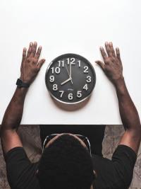 Come funziona il sonno? Il dormire o l'essere svegli è determinato dal ritmo scandito dal nostro orologio biologico interno