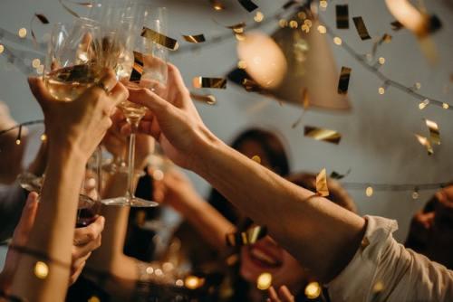 Come si fa a brindare al nuovo anno senza il vino spumante più festoso che esista?