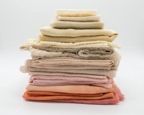 Costo ambientale del fast fashion: tra le principali fonti di inquinamento ci sono la coltivazione e la lavorazione del cotone