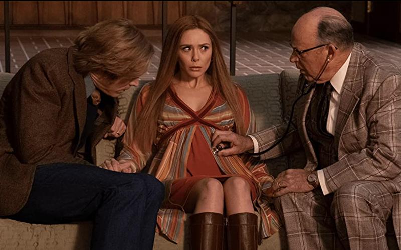 Wanda Maximoff incinta in uno dei primi episodi di WandaVision (Credits: Disney)