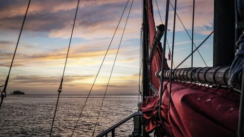 La storia delle spedizioni in mare inizia nell'Ottocento, a bordo della H.M.S Challenger
