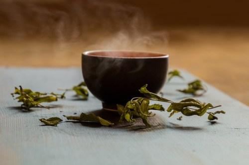La varietà di tè dipende dalla lavorazione delle foglie di tè