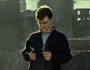 Harry Potter spezza la bacchetta di sambuco