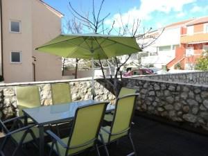 appartamenti novalja con terrazzo balcone