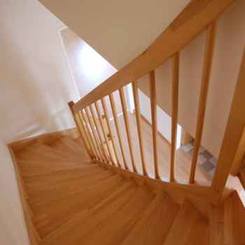 How to Lay Laminate Flooring on Stairs