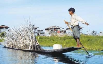 Norbert Klora, Myanmar, 2001
