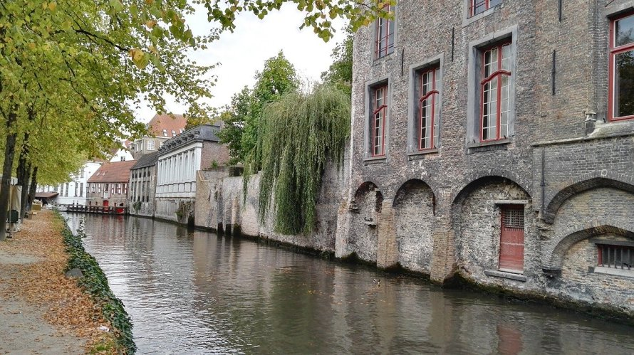 Bruges in the autumn is a favorite location of author Derek Blyth