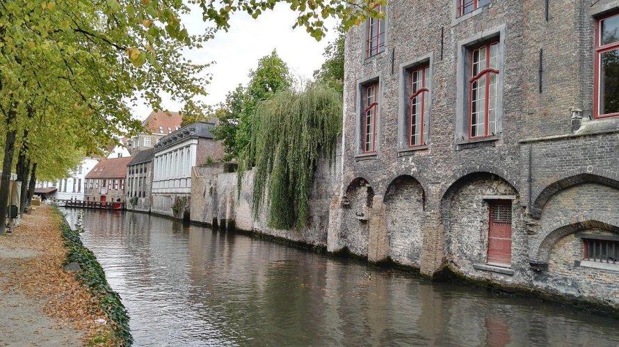 Bruges à l'automne est un lieu de prédilection de l'auteur Derek Blyth