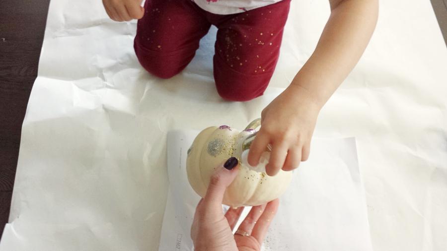pumpkin_decorating_discovering_parenthood3