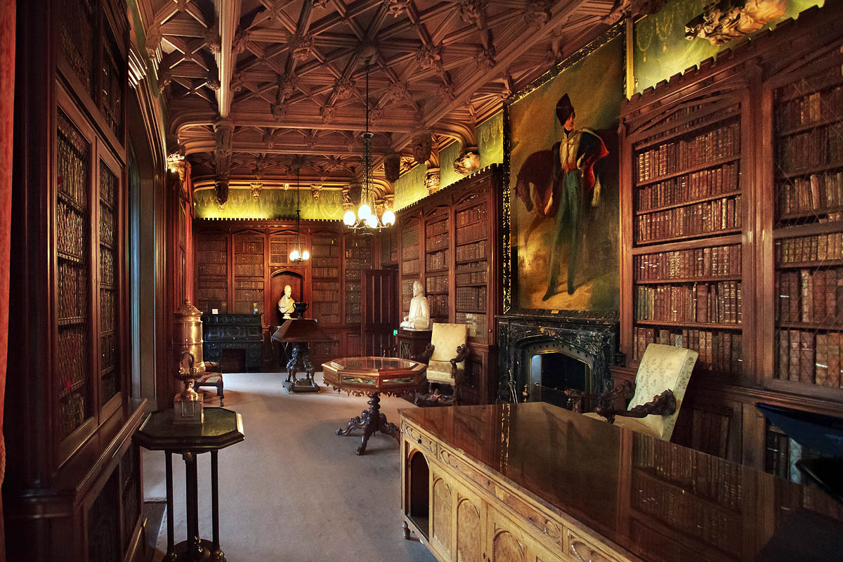 Discover London - VIP tours - Abbotsford House - Scott's Library