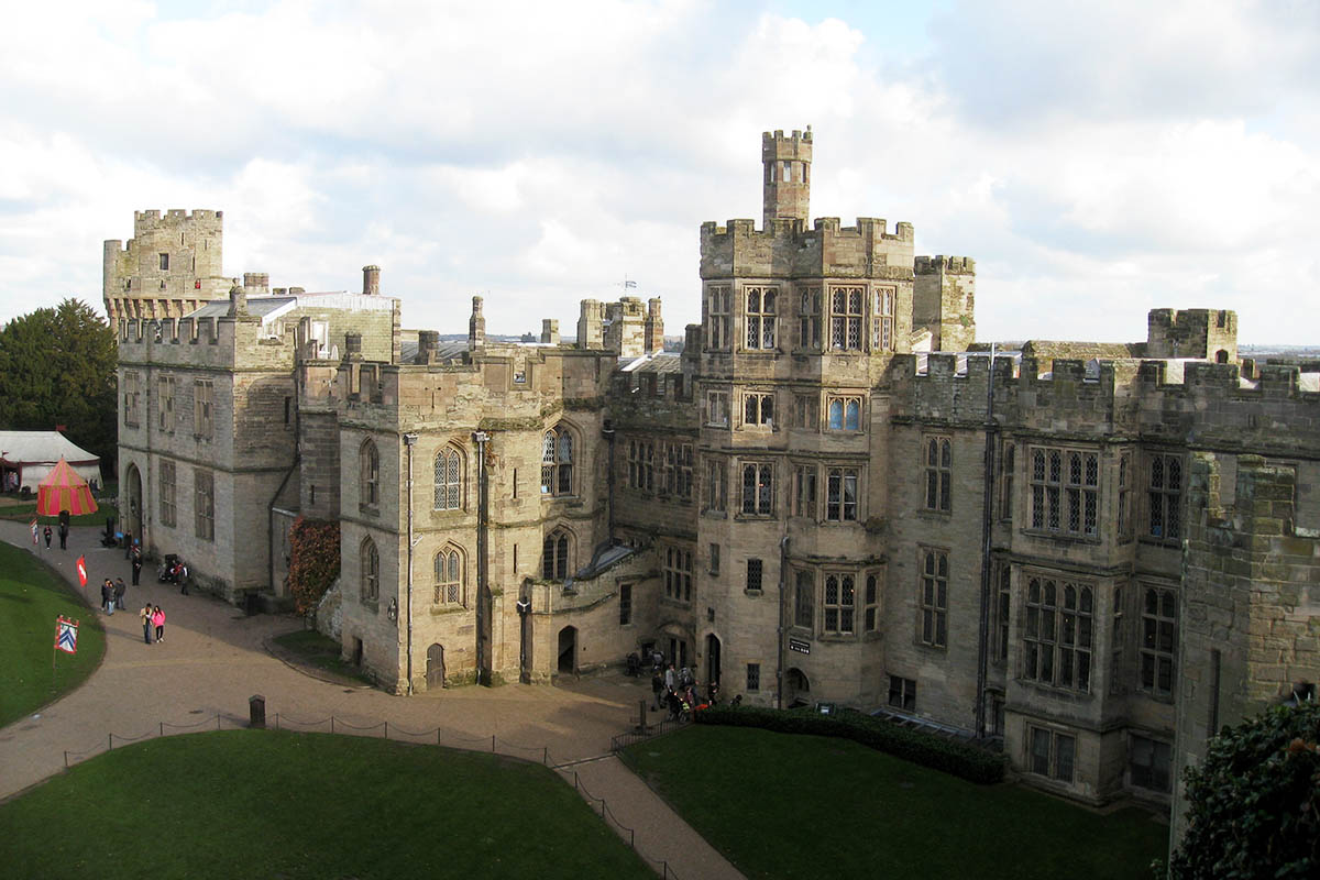Discover London - Family tours - Warwick Castle