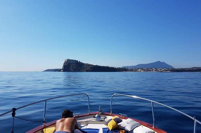 PROCIDA ISLAND TOUR BY BOAT FROM NAPLES
