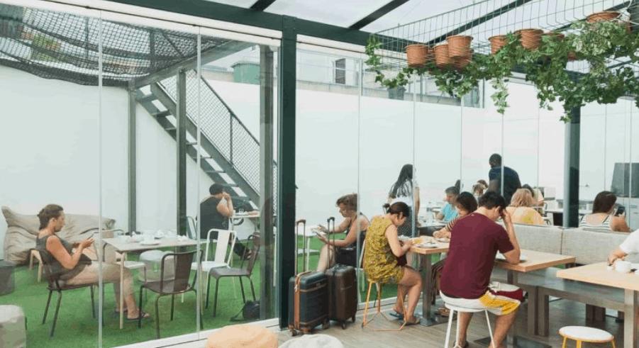 fun and cheap hostels in lisbon