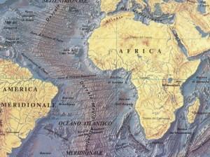 Rilevamento radar del fondale atlantico, dal quale si nota il tratto della Dorsale che corre quasi esattamente lungo la linea dell'Equatore, aumentando in tal modo la portata idrica e termica della Corrente Equatoriale. (da Atlante geografico Rizzoli-Zanichelli).