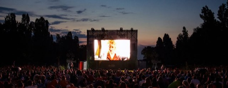 Cine al aire libre en Rosario para ver con la familia