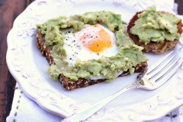 avocado egg in a hole toast rec ipe