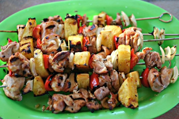 Chicken Pineapple and Veggie Shishkabobs - Dishin & Dishes