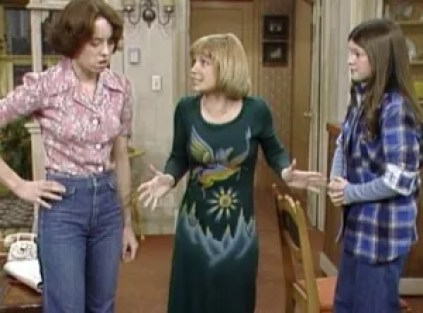 Screenshot from mother/daughter sit com, One Day at a Time