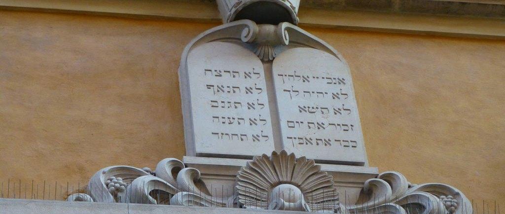 """Giornata Europea della Cultura Ebraica - Cinema israeliano domenica 14 settembre 2014 si celebra la Giornata Europea della Cultura Ebraica. Il focus, scelto quest'anno ad accomunare le iniziative in Italia e nei Paesi europei aderenti, è sulla donna, figura chiave nel mondo ebraico. La 15^ Giornata di domenica 14 settembre è, infatti, intitolata Donna sapiens - La figura femminile nell'ebraismo, e sarà occasione di discussione della tematica """"di genere"""" nel mondo ebraico e nella società odierna."""
