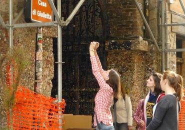 foto insegna turistica casa di giulietta verona