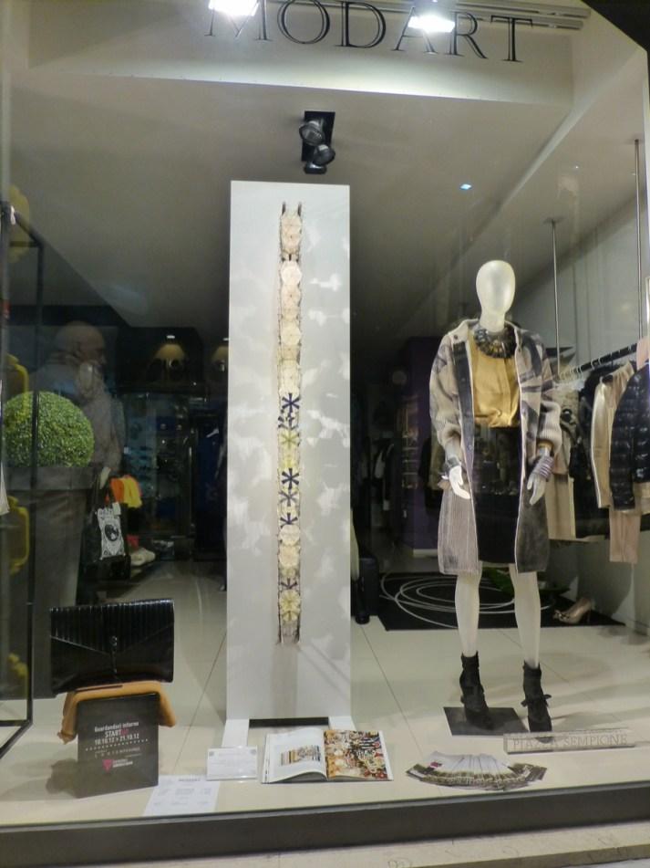 artverona arte contemporanea esposta nelle vetrine dei negozi del centro storico