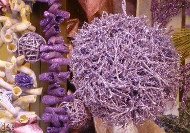 20121124-mercatinonataleveronadecorazioniviola