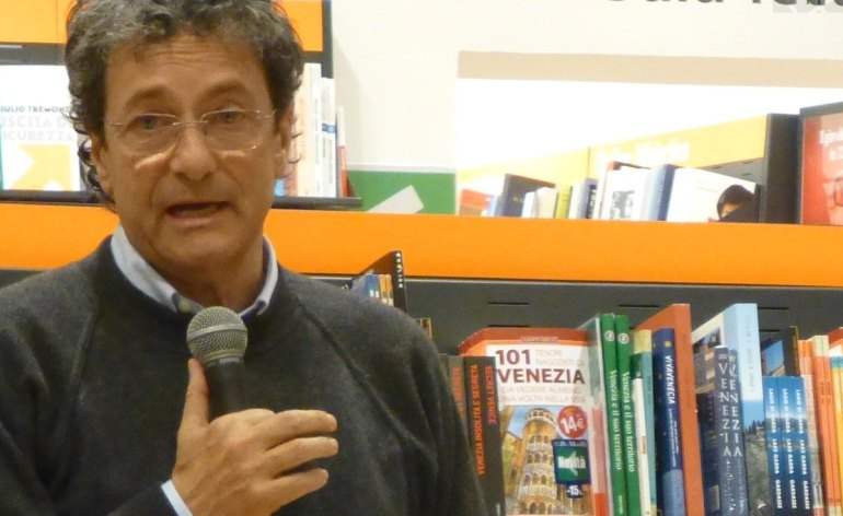 attilio piazza alla presentazione del libro mindfulness alla libreria feltrinelli di verona