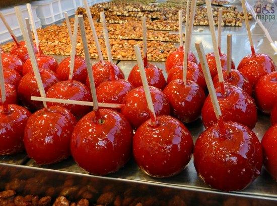 20121210 mele caramellate bancarelle santa lucia verona