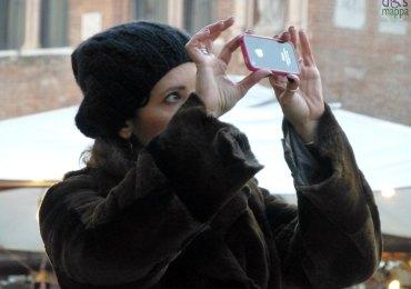 verona foto con iphone in piazza erbe